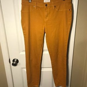 31/12 EUC mustard skinny jeans